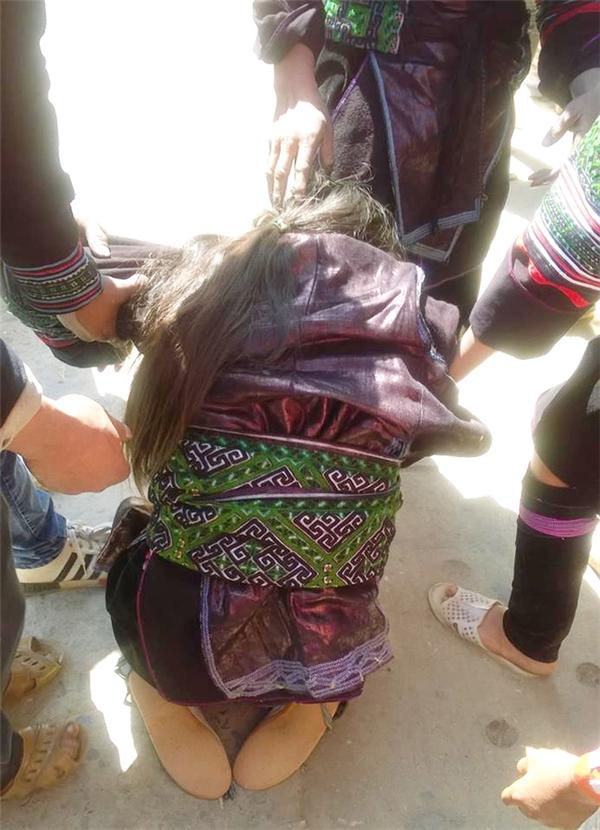 Thêm một nữ sinh lớp 9 gào khóc van xin mà bất lực trước hủ tục bắt vợ