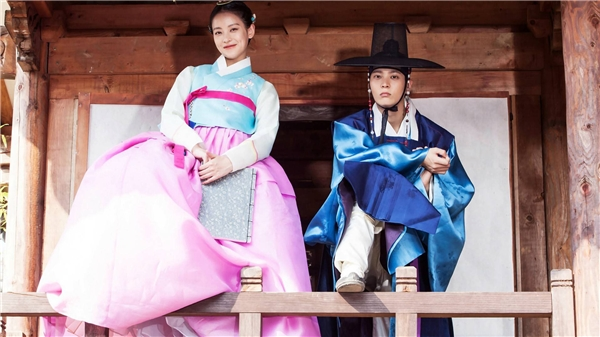 Mĩ nam xứ Hàn thi nhau tặng fan loạt