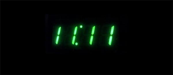 Dãy số 11:11 xuất hiện như một lời nhắc nhở rằng bạn đang sống trong khoảnh khắc dễ xảy ra những điều kì diệu nhất vũ trụ.