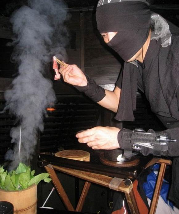 Những bồi bàn tại đây sẽ ăn mặc như ninja.