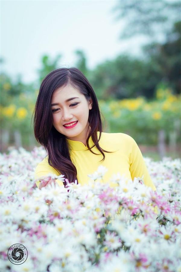 """""""Truy lùng"""" tin tức cô gái lái đò """"xinh như mộng"""" ở chùa Hương"""