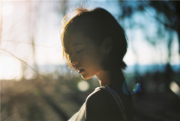 Khi bạn yêu ai đó thật lòng thì dù bao năm tháng có đi qua bạn cũng sẽ chờ được họ. Nhưng điều đó không có nghĩa là sẻ chờ đến mất hết cả thanh xuân. Cái gì cũng có thời hạn thôi.