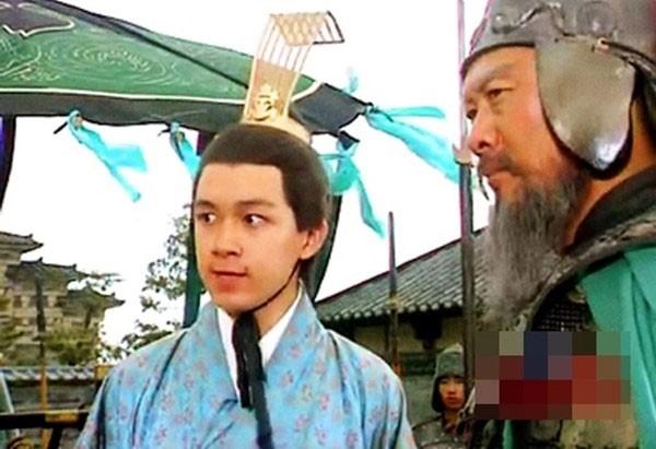 Mới chỉ 17 tuổi PhanViệt Minh đã đảm nhậnnhân vật Tôn Hưu trongTam Quốc Diễn Nghĩa.