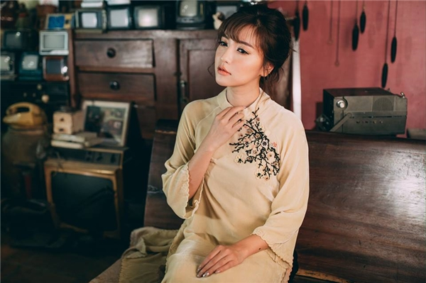 """Đầu năm, mỹ nhân Việt đã """"đụng hàng"""" áo dài rầm rộ"""