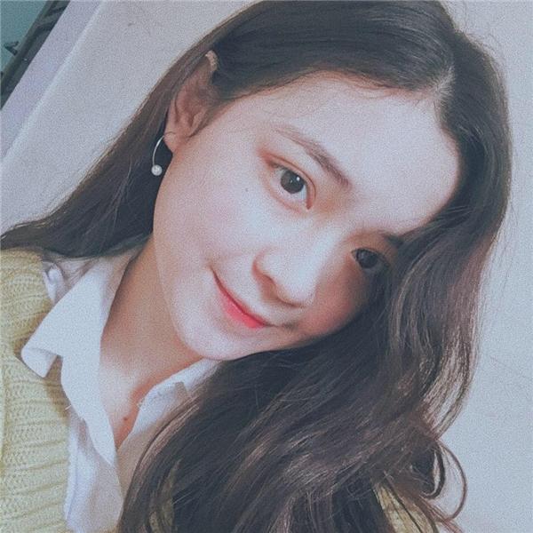 Phi Linh- cô gái xinh đẹp đang được nhiều người chú ý trên mạng xã hội.