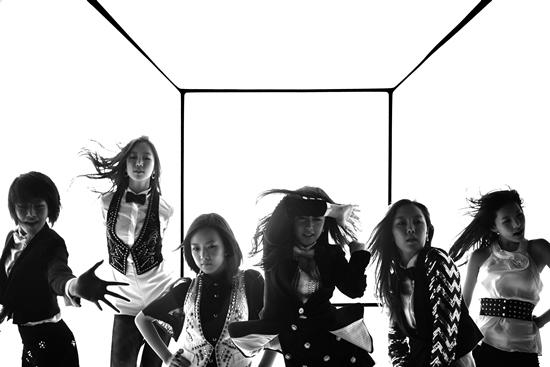T-ara debut vào năm 2009 với đội hình 6 thành viên bao gồm Bo Ram, Qri, So Yeon, Eun Jung, Hyo Min và Ji Yeon.