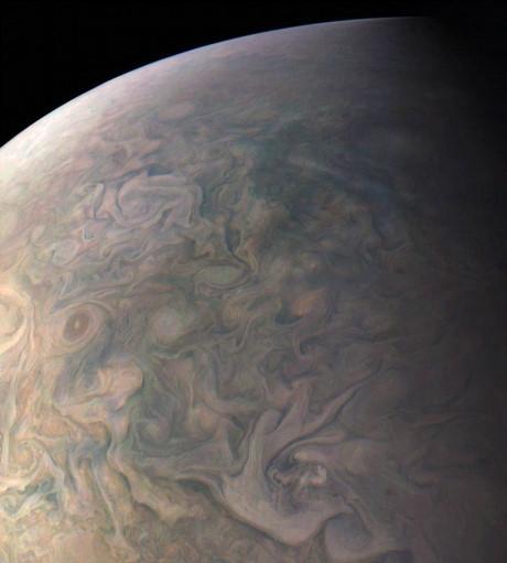 Ở phía Bắc của Sao Mộc tồn tại rất nhiều vòng xoáy năng lượng với kích thước nhỏ xuất hiện dày đặc đan xen vào nhau.