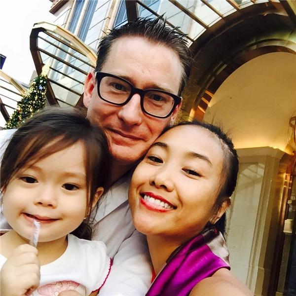 """Con gái đầu lòng của Đoan Trang có tên thật là Angel lina ở nhà được gọi là bé Sol. """"Công chúa"""" nhỏnhà nữ ca sĩ đích thực là """"tiểu thư nhà giàu từ trong trứng nước"""". - Tin sao Viet - Tin tuc sao Viet - Scandal sao Viet - Tin tuc cua Sao - Tin cua Sao"""