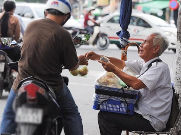 Một miếng khi đói bằng một gói khi no. Sống trong đời sống cần có một tấm lòng. (Ảnh: Internet)