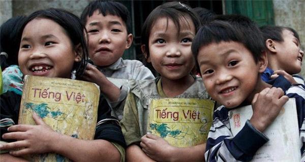 Được một lần đến lớp là điều ước của không biết bao nhiêu trẻ em nghèo. (Ảnh: Internet)