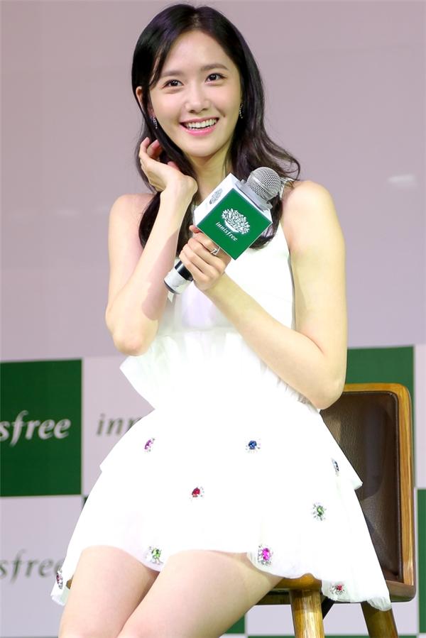 Cô chia sẻ mặc dù không có nhiều thời gian dành cho fan nhưng Yoona hi vọng mọi người sẽ có những giây phút vui vẻ bên nhau. - Tin sao Viet - Tin tuc sao Viet - Scandal sao Viet - Tin tuc cua Sao - Tin cua Sao