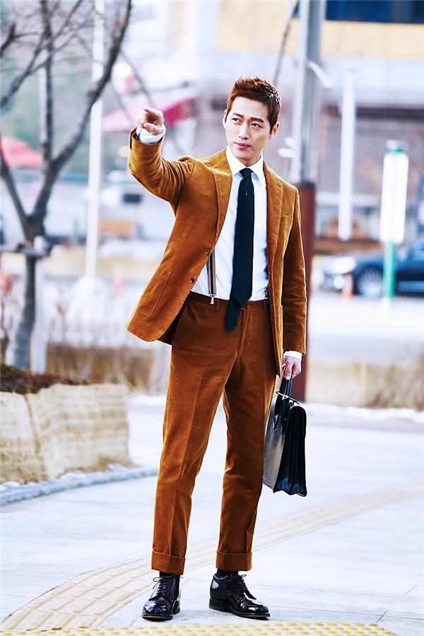 """Ai bảo U40 là già, những """"ông chú"""" màn ảnh Hàn vẫn"""