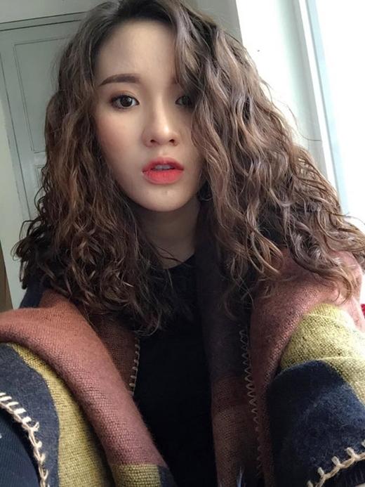 Chán tóc xoăn nhẹ nhàng, con gái Hàn rủ nhau làm tóc xoăn xù mì hoài cổ giống Sulli