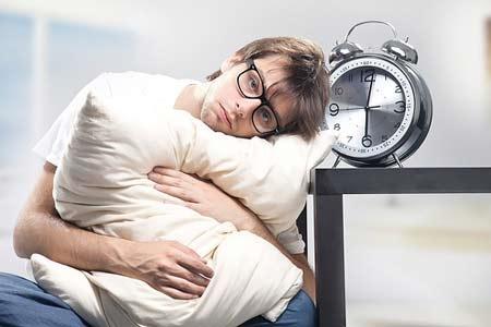 Khi bị mất ngủ, bạn hãy thử xoa lòng bàn chân và ấn vào điểm giữa 2 đầu lông mày. Kết quả sẽ làm bạn bất ngờ cho mà xem.