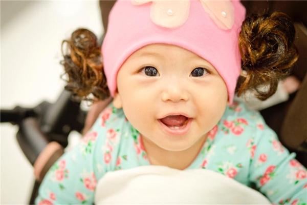 Cận cảnh vẻ đáng yêu của con gái Nhật Hạ.