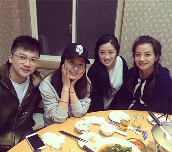 Hình ảnh hạnh phúc của bộ baTô Hữu Bằng, Lâm Tâm Như và Triệu Vykhiến fan rất đỗi vui mừng, hạnh phúc.