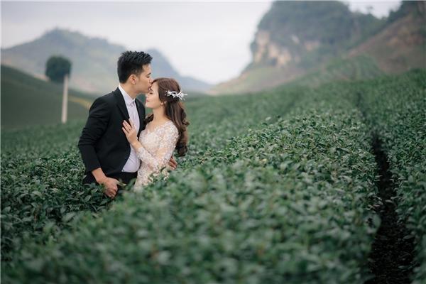 """Đằng sau bộ ảnh cưới bình dị của """"cô gái dân tộc"""" từng gây bão MXH"""