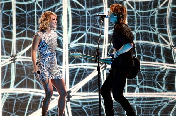 Carrie Underwood & Keith Urban trình diễn ca khúc The Fighter