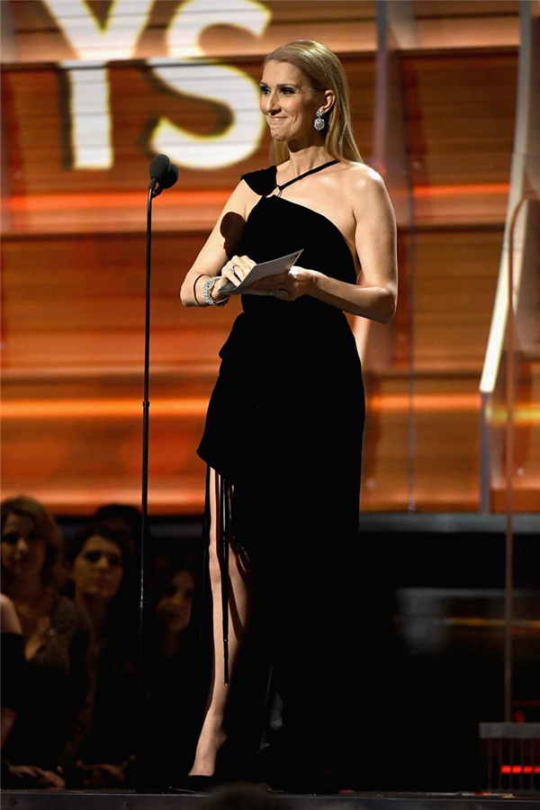 Celine Dion trao giảiCa khúc của năm