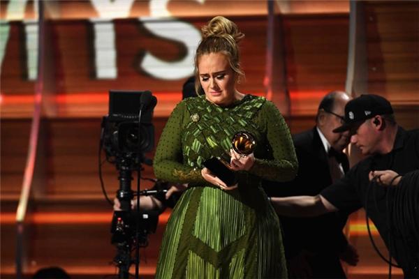 Adelechiến thắng Album của năm.