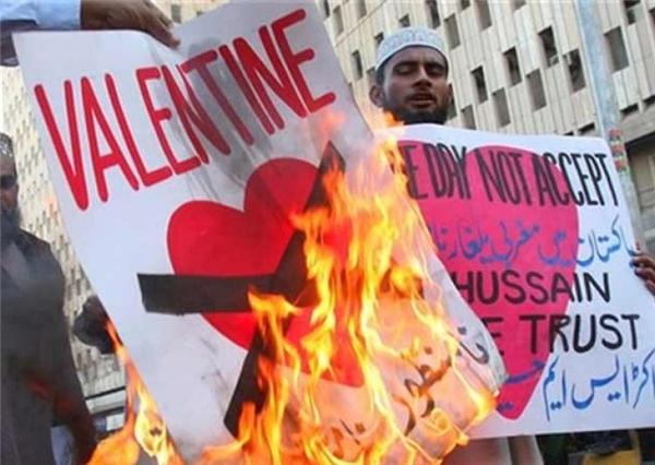 Không chỉ riêng Nhật Bản mà trước đây tạithành phố Peshwar, Pakistan, nhiều ngườiđã xuống đường biểu tình chống ngày lễ Tình nhân- Valentine.