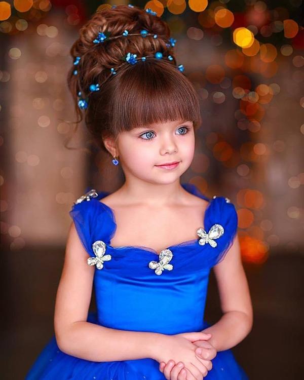 Thật không quá bất ngờ khi cô bé đang là một người mẫu nhí nổi tiếng tại xứ sở bạch dương.