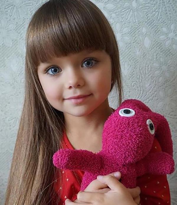 Nhờ những nét vượt trội về ngoại hình mà Anastasiya luôn được ví là thiên thần, là búp bê xinh đẹp.
