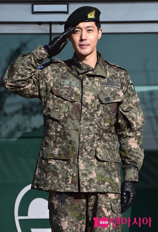 Giữa lúc bị scandal bao vây, Kim Hyun Joong chọn cách nhập ngũ. Ngày 11/2 vừa quaanh chàng đã xuất ngũ, liệu màn comeback sẽ như thế nào?