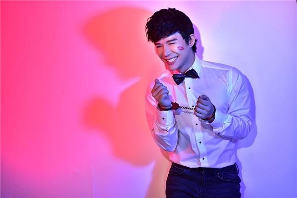 Bạn bè thân cận của Nathan Lee tiết lộ, anh chàng điển trai được rất nhiều cô gái yêuthích nhưng nam ca sĩ chỉ tập trung vào âm nhạc và chăm sóc hai chú cún cưng khi về nhà sau những buổi biểu diễn - Tin sao Viet - Tin tuc sao Viet - Scandal sao Viet - Tin tuc cua Sao - Tin cua Sao
