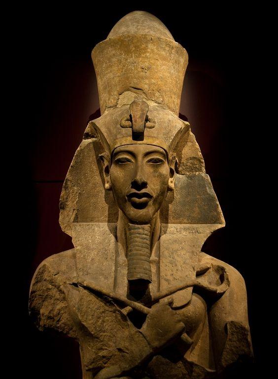 Dành cả đời hướng Ai Cập theo thuyết vô thần, nhưng đến cuối cùng mọi nỗ lực của ông cũng bị chính con trai mình lật đổ.