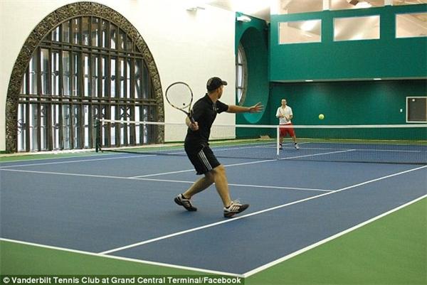 Câu lạc bộ tennis ở nhà ga Grand Central, New York, Mỹ.