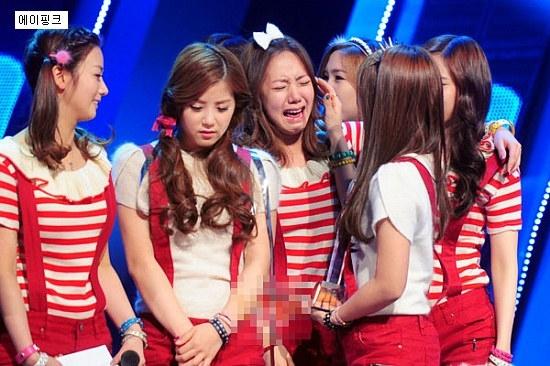 Chị xin lỗi em Nam Joo à! Nhưng mà cái mặt của em buồn cười quá!