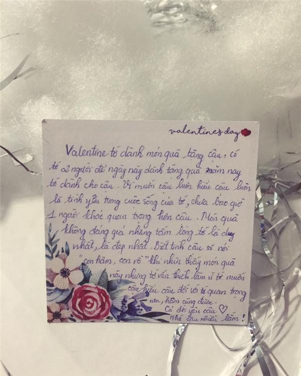Cận cảnh món quà đắt tiền và bức thư đầy tình cảm của cô bạn thân dành cho M.N.L.