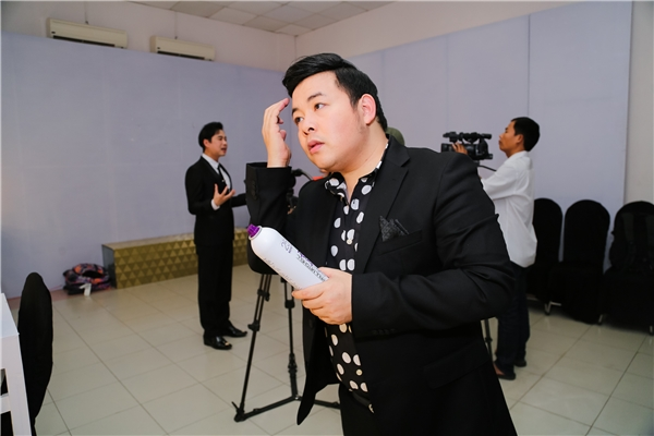 Được biết, khi nhận lời làm HLV của chương trình, Quang Lê đã phải từ chối nhiều dự án ở Mỹ để về nước tham gia chương trình. - Tin sao Viet - Tin tuc sao Viet - Scandal sao Viet - Tin tuc cua Sao - Tin cua Sao