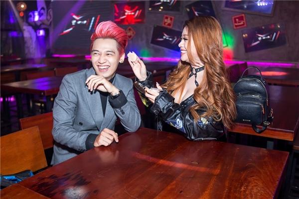 Ngoài ra, Tronie - MiA còn chạy show xuyên Tết để kiếm tiền đầu tư cho các tiết mục trong vòng liveshow. - Tin sao Viet - Tin tuc sao Viet - Scandal sao Viet - Tin tuc cua Sao - Tin cua Sao