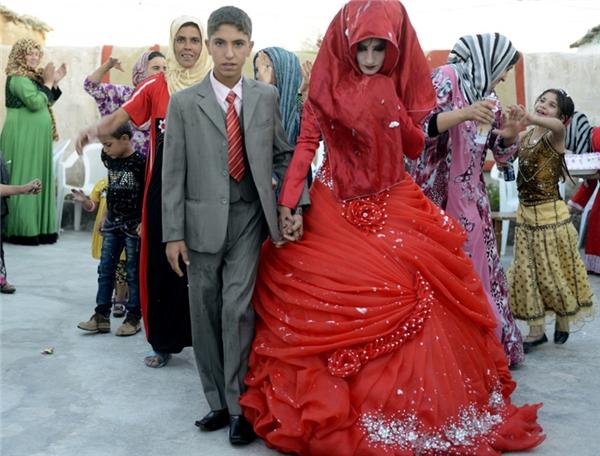 Cô dâu ở Iraq thay đổi trang phục rất nhiều lần trong lễ cưới, có khi họ mặc tới 7 bộ váy cưới khác nhau với nhiều màu sắc khác nhau, tượng trưng cho tình yêu và sự lãng mạn.