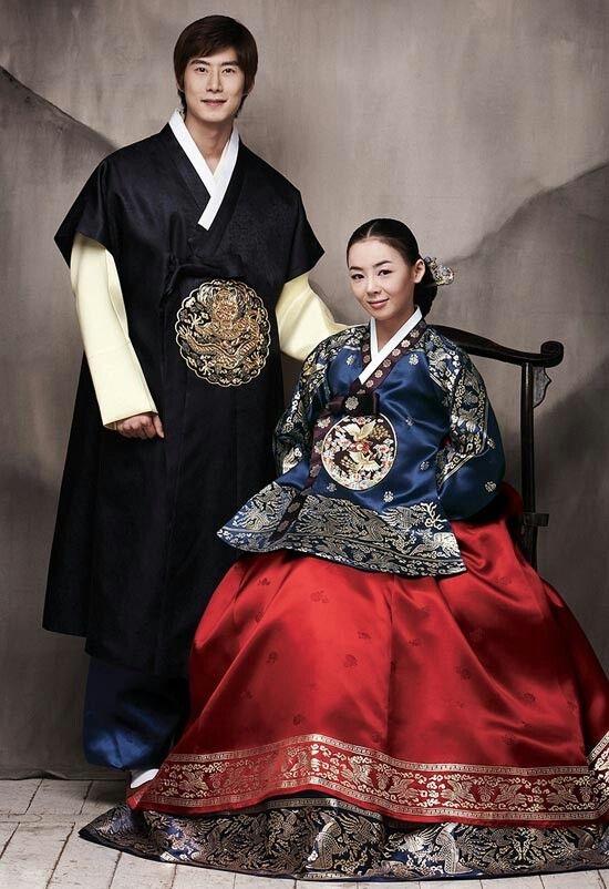 Hàng ngàn năm qua, cô dâu Hàn Quốc đều mặc trang phục Hanbok truyền thống rất thường thấy trong phim ảnh.