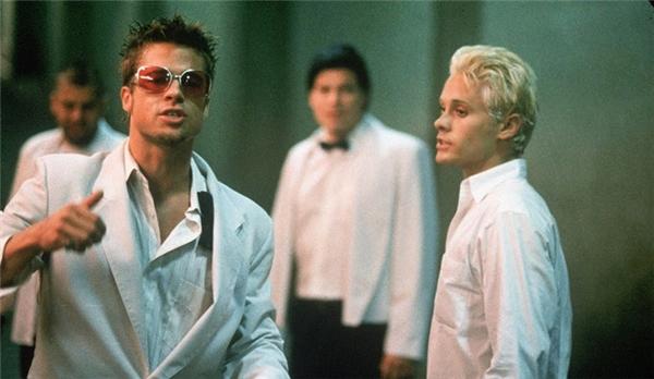 Brad Pitt vàJared Leto trong một cảnh phim của Fight Club.