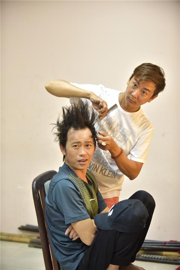 """Danh hài gây """"sốc"""" khi bất ngờ """"đòi"""" làm tóc sao cho giống ca sĩ hải ngoại Mạnh Quỳnh. - Tin sao Viet - Tin tuc sao Viet - Scandal sao Viet - Tin tuc cua Sao - Tin cua Sao"""