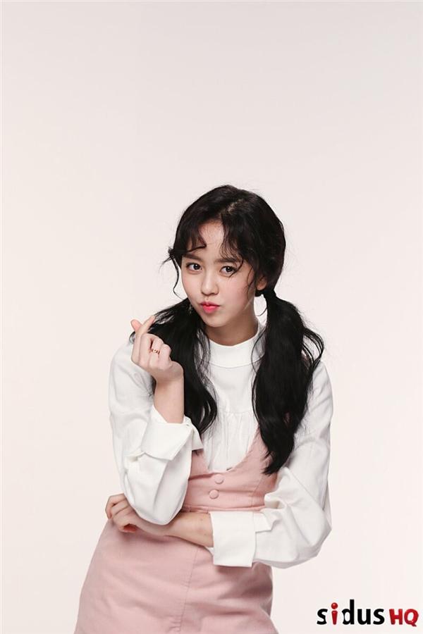 Kim So Hyun giờ đây đã ra dáng thiếu nữ 18 tuổi lắm rồi!