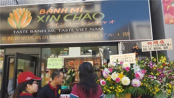 """Chuyện về hai chàng trai Việt mang bánh mì làm """"náo loạn"""" nước Nhật"""