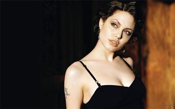 Angelina Jolie xứng đáng giành danh hiệu ngôi sao Hollywood gợi cảm nhất hành tinh.