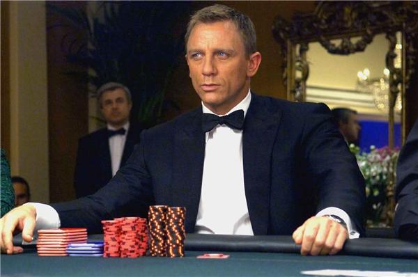 Casino Royale mở ra kỉ nguyên 007 mới với Daniel Craig.