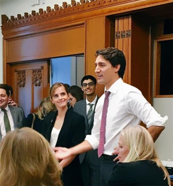Và đây là ánh mắt của nữ diễn viên Emma Watson dành cho Thủ tướng Justin Trudeau.