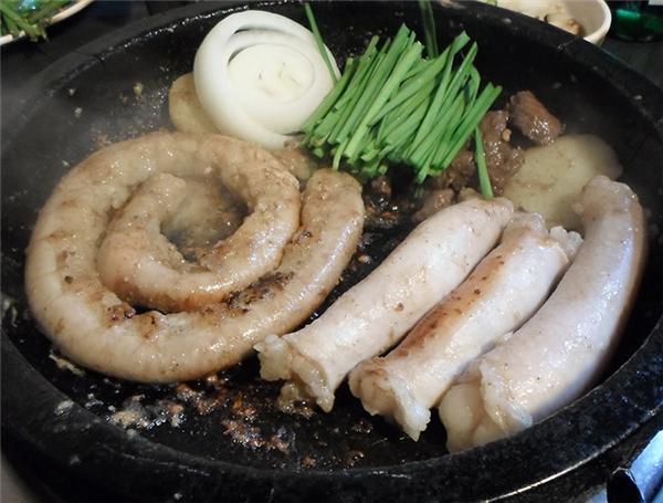 Người Hàn ăn tất cả những gì liên quan tới bộ phận tiêu hóa của bò.