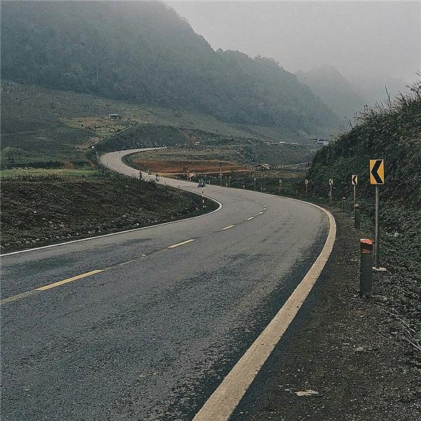 Con đường tới Mộc Châu thôi cũng đẹpđủ làm du khách thấy xốn xang rồi. (Ảnh: thule189)