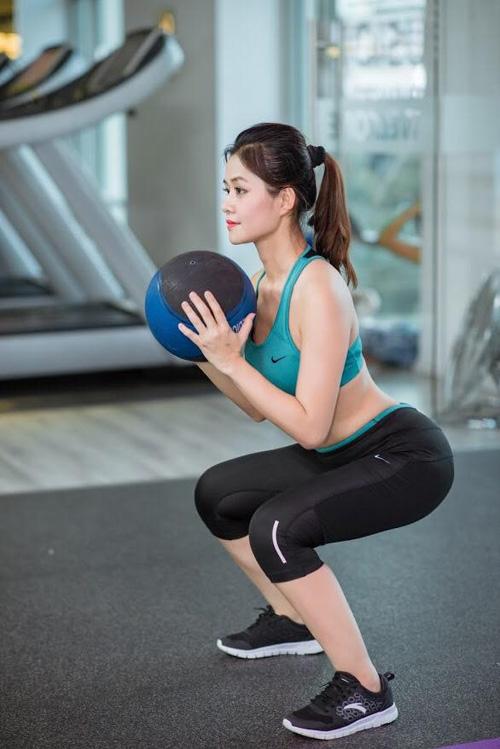 Bí quyết giữ gìn vóc dáng và nhan sắc mĩ miều của Thùy Vân là siêng năng tập luyện thể dục mỗi ngày. - Tin sao Viet - Tin tuc sao Viet - Scandal sao Viet - Tin tuc cua Sao - Tin cua Sao