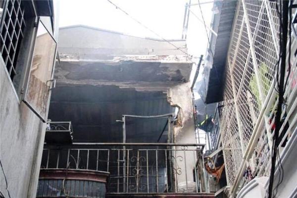 Căn nhà bị ngọn lửa thiêu rụi nghiêm trọng. (Ảnh: Vietnamnet)