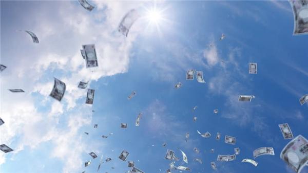 Mưa tiền: Năm 2007, một người phụ nữ 24 tuổi đang lái xe trong thành phố Worms, thuộc bang Rheinland-Pfalz, Đức, thì trông thấy qua kính chiếu hậu những tờ giấc bạc Euro rơi từ trên trời xuống. Cô liền đạp thắng và xuống xe, nhặt được một số lượng lớn tiền giấy rồi nộp lại cho cảnh sát. Thế nhưng khi đến hiện trường, cảnh sát đã không tìm thấy thêm tờ giấy bạc nào nữa.