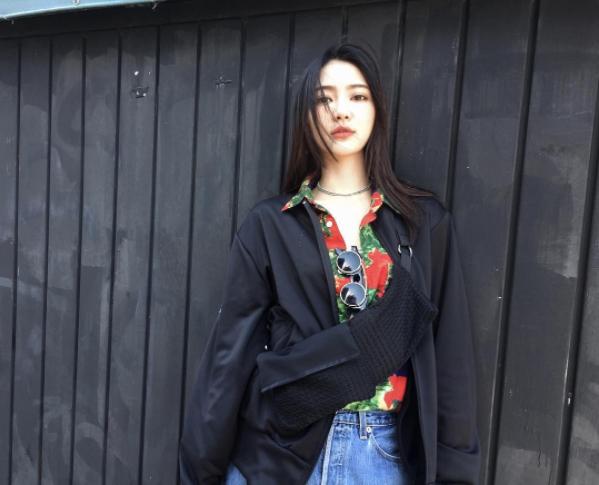 Wen Xinhiện làm người mẫu tự do tại Anh.